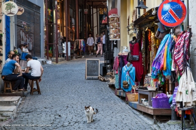 colorful street moment (iii)…